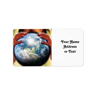 Mundo entero en sus manos etiqueta de dirección