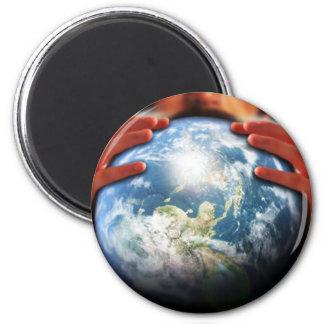 Mundo entero en sus manos imán redondo 5 cm