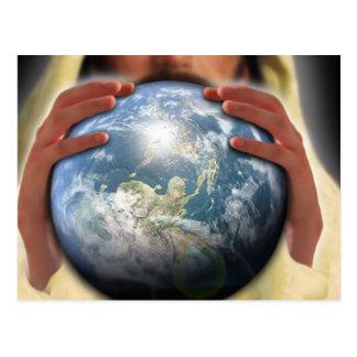 Mundo entero en sus manos postal
