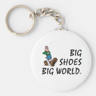 Mundo grande de los zapatos grandes SUPERIORES Llavero Redondo Tipo Pin