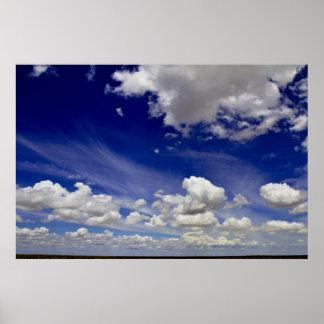 Mundo maravilloso - nubes del blanco poster