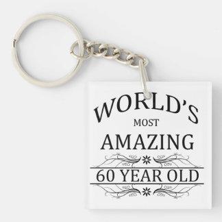Mundo que sorprende 60 años llavero cuadrado acrílico a una cara