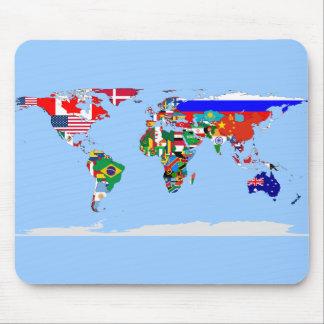 mundo señalado por medio de una bandera tapetes de raton