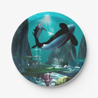 Mundo subacuático con las orcas que juegan plato de papel 17,78 cm