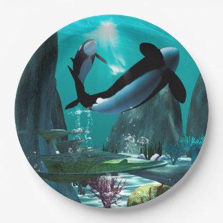 Mundo subacuático con las orcas que juegan plato de papel 22,86 cm