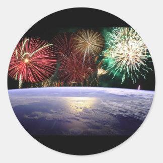 Mundo y fuegos artificiales pegatina redonda