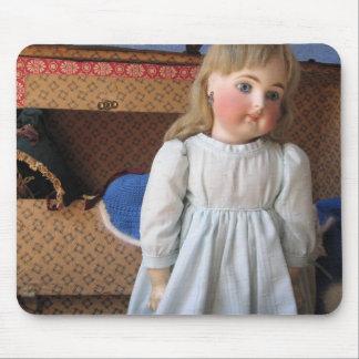 Muñeca antigua de Belton con el ajuar de novia Tapetes De Ratón