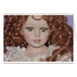Muñeca cabelluda rizada tarjeta