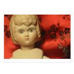muñeca con el fondo del satén tarjetas postales