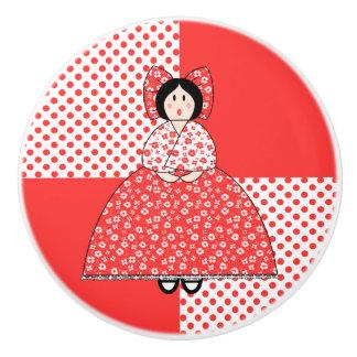 Muñeca de Amelia con el fondo rojo del lunar Pomo De Cerámica