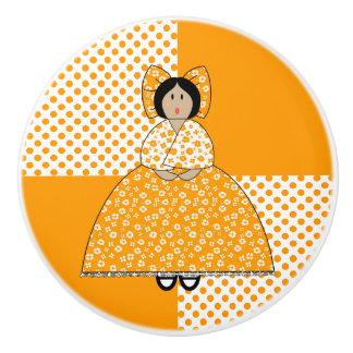 Muñeca de Camilo con el fondo anaranjado del lunar Pomo De Cerámica