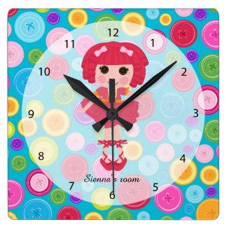 Muñeca de costura reloj cuadrado