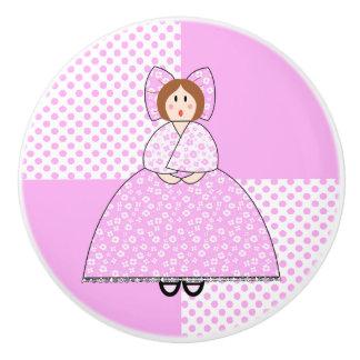 Muñeca de Emily con el fondo rosado del lunar Pomo De Cerámica