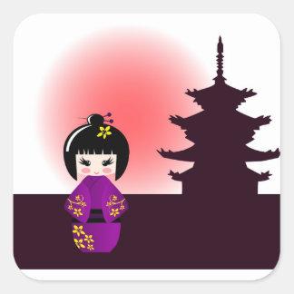 Muñeca de Kokeshi y templo japonés Pegatina Cuadrada
