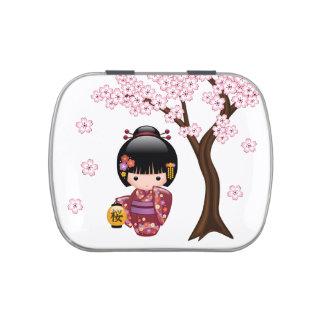Muñeca de Sakura Kokeshi - chica de geisha japonés Latas De Caramelos