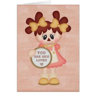 Muñeca de trapo de costura del país adorable tarjeta pequeña