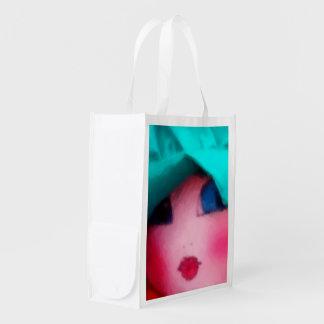 Muñeca de trapo en capo del trullo bolsa reutilizable