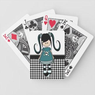 Muñeca de trapo femenina retra cartas de juego