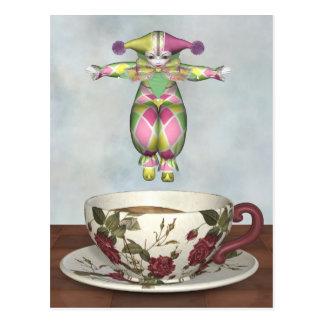 Muñeca del payaso de Pierrot que salta en una taza Postal