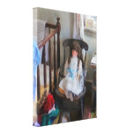 Muñeca en cuarto de niños impresión en lona