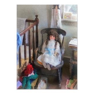 Muñeca en cuarto de niños comunicado personal