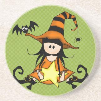 ¡Muñeca femenina de la bruja de Halloween - linda! Posavaso Para Bebida