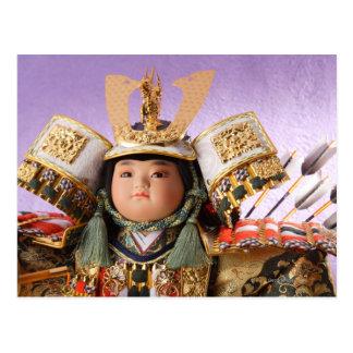 Muñeca japonesa con el juego de la armadura postales