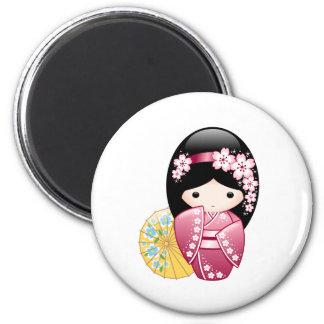 Muñeca japonesa de Kokeshi de la primavera Imán Redondo 5 Cm