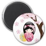 Muñeca japonesa de Kokeshi de la primavera Iman