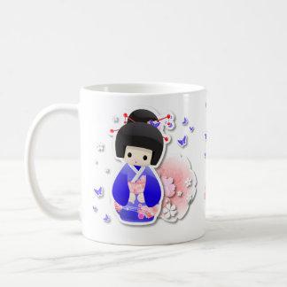 Muñeca japonesa del geisha - taza azul de la serie
