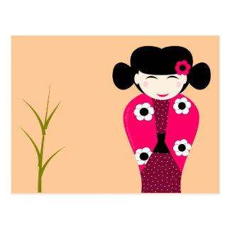 Muñeca Kokeshi que sonrée personalizable Postales