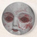 Muñeca pálida de la piel con los ojos rojos sangre posavasos manualidades