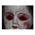 Muñeca pálida de la piel con los ojos rojos sangre postales