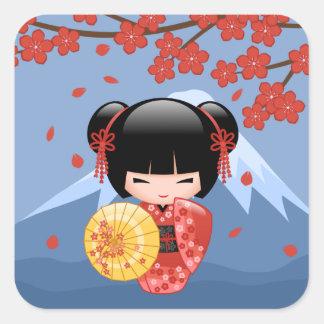 Muñeca roja de Sakura Kokeshi - chica de geisha Pegatina Cuadrada