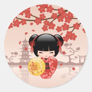 Muñeca roja de Sakura Kokeshi - geisha japonés Pegatina Redonda