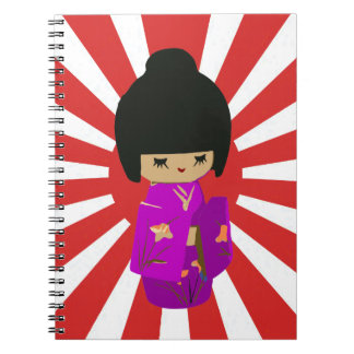 Muñeca rosada linda de Kawaii Kokeshi en el sol na Libretas