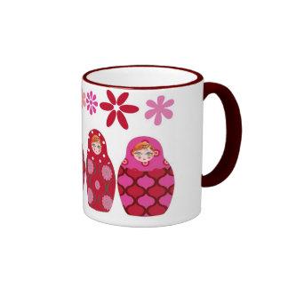 muñeca rusa rosada taza de café