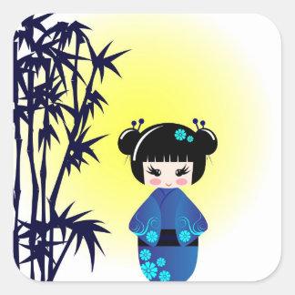 Muñeca y bambú de Kokeshi Pegatina Cuadrada