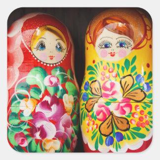 Muñecas coloridas de Matryoshka Calcomanía Cuadrada