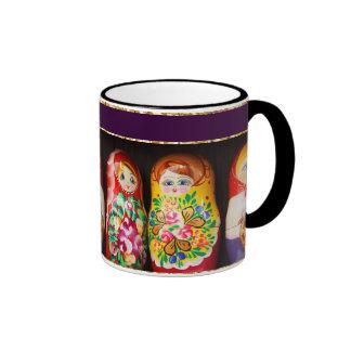 Muñecas coloridas de Matryoshka Taza De Dos Colores