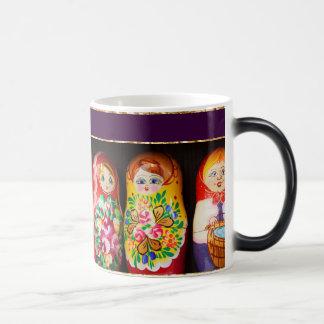 Muñecas coloridas de Matryoshka Taza Mágica