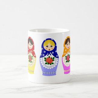 Muñecas de Matryoschka Taza Básica Blanca