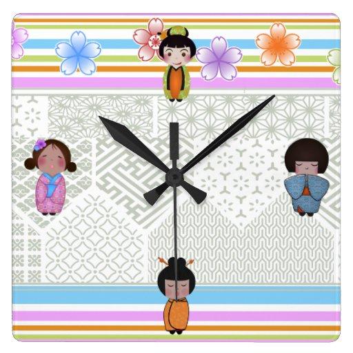muñecas del kokeshi reloj cuadrado
