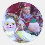 Muñecas del payaso pegatina redonda
