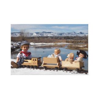 Muñecas del vintage y bebé envuelto tren de la lon lona estirada galerías