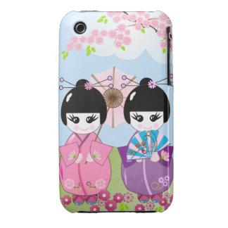 Muñecas japonesas lindas con las flores de cerezo funda bareyly there para iPhone 3 de Case-Mate
