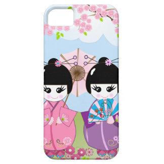 Muñecas japonesas lindas con las flores de la funda para iPhone SE/5/5s