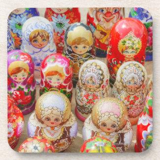 Muñecas jerarquizadas rusas posavasos de bebida