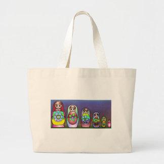 Muñecas rusas en una fila bolsa tela grande