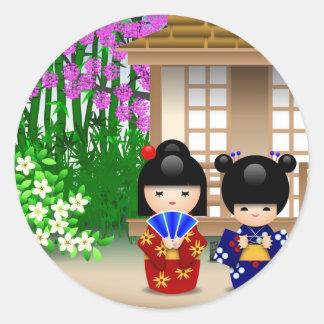 Muñecas y salón de té de Kokeshi Pegatina Redonda